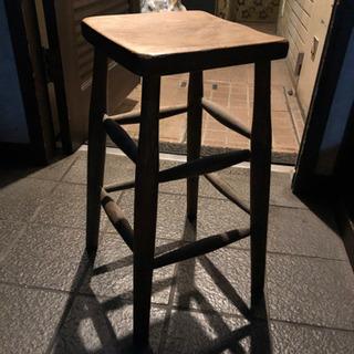 木製の椅子 2種類