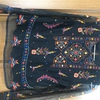 ZARA 黒刺繍ブラウス ¥500