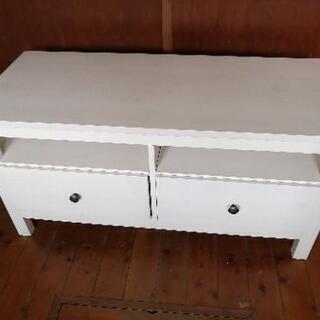 オシャレな白いテレビ台