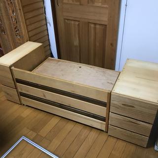 袖机と収納付きの椅子