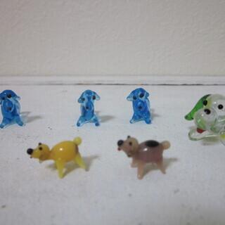 小さなガラスの置物4 犬6匹