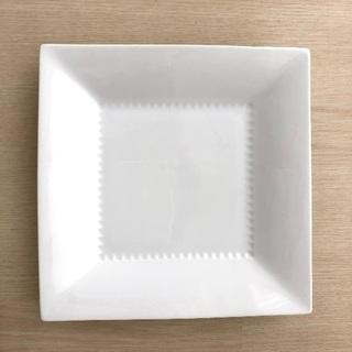 白い角プレート