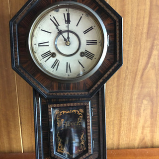 アンティークな飾り用の時計
