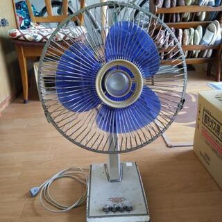 昭和の扇風機(かなりの年代物)