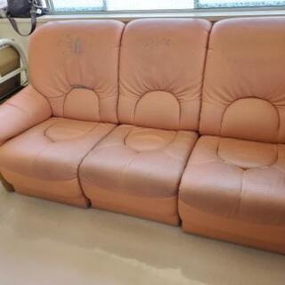 古いソファーのセット