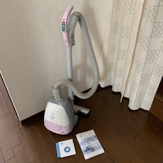 美品【紙パック新品、取説つき】掃除機 VC-N7K 取り回しやす...