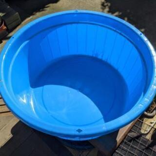 大きな水色のタライ?約100リットル