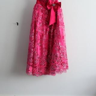 ゆったりサイズの華やか☆キラキラ濃ピンク色カラードレス