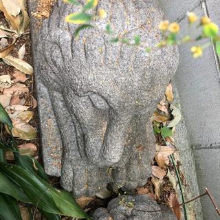 霊験あらたかな大きく立派な石の置物です(ペア)