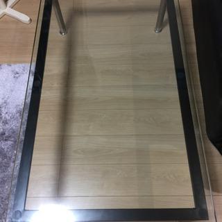大きめのガラステーブル