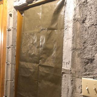ドアの取り付け作業