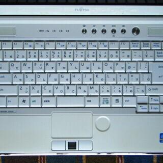 🔺お買い得品♪/13.3型/アーバンホワイト/高性能🆙i5/メモリ4GB♪/HDD250GB♪/Microsoft Office 2016📒✎/DVDSマルチ(コピー可)📀/高速USB3.0☆彡/カメラ📹/マイク🎤/SDカードスロット🅌/HDMI📺/すぐ使えるWindows10/すぐ繋がるWi-Fi📶/点検整備清掃済み😊/クレジットカード決済可能💳/FUJITSU LIFEBOOK SH56/D - パソコン