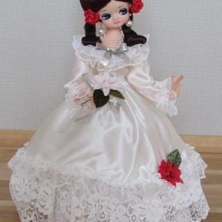 とてもかわいい人形です。