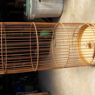 竹製の円がた鳥かご