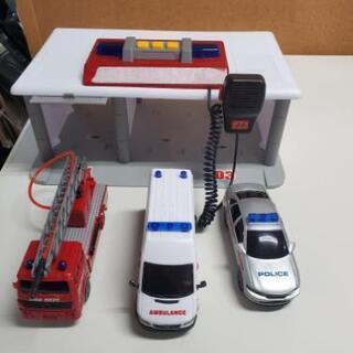 おもちゃ 緊急出動 車3台セット