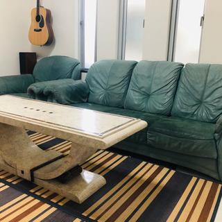 大理石テーブル アンティーク風と高級ソファー