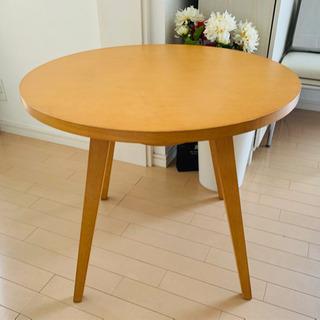 カフェテーブルの画像