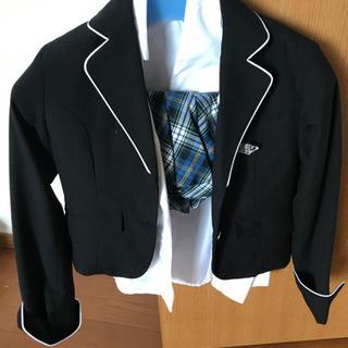 女児の入、卒業式用のスーツ