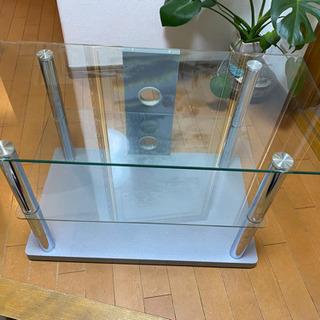 ガラスのテレビ台の画像