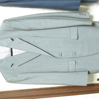 春~秋用のスーツの上着のみです