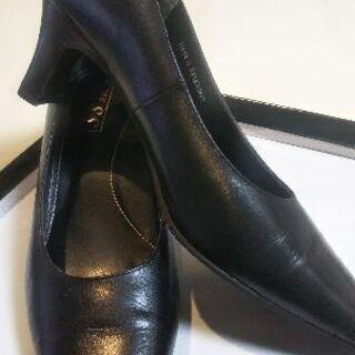 24.5㎝婦人靴2足(1足は革) 卒業式や入学式に靴底が赤くて可...