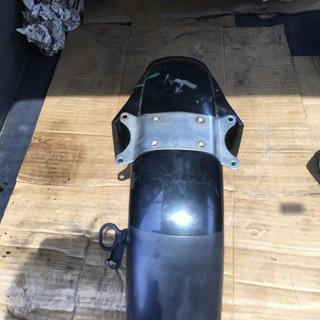 ヤマハTDR250のフロントフェンダー中古品