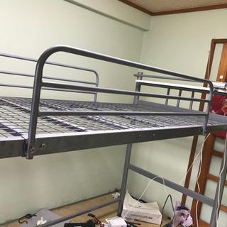 鉄製ロフトベッド