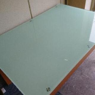 ガラスのテーブル ☆伸縮できます☆