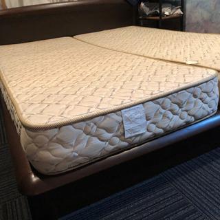 クイーンサイズのシンプルベッド!