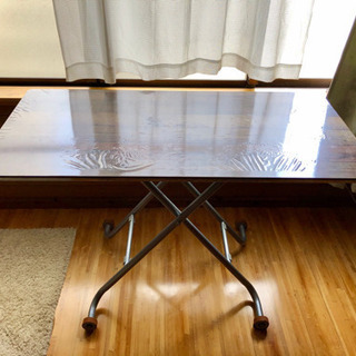ニトリの昇降式テーブル