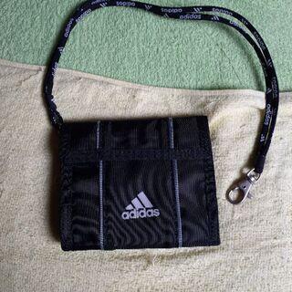 adidasの折り畳み財布