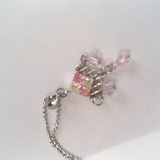 E:ゆらゆら揺れるピンクのネックレス
