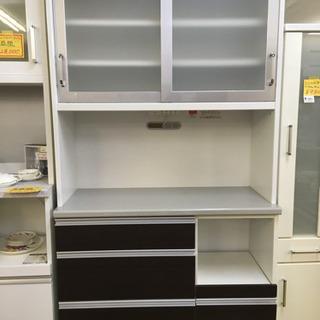 食器棚 シンプルデザインのスライドタイプ