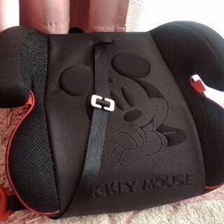 ミッキーマウスのカバー付きジュニアシート