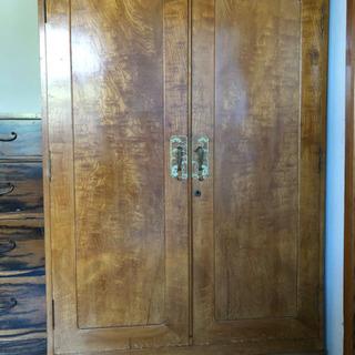 木製の衣装棚