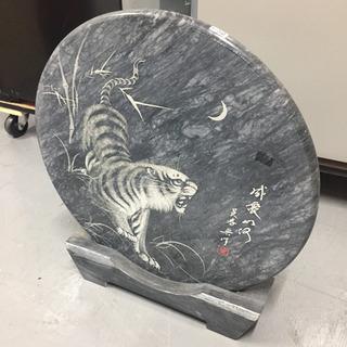 【古物商許可証認証待ち】【石版】虎 彫り物 石 置物 ディスプレ...