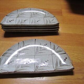 ☆彡 食器  半月型  平皿 2枚セット  新品  未使用  と...
