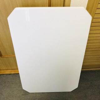 白いテーブル 幅90cm x 奥行き60cm x 高さ32cm