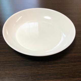 白いお皿の画像