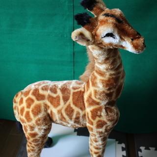 キリンの置物 高さ90cm 背中まで50cm 背中に腰掛けできます。