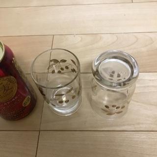 127、昭和レトロなグラス(金色 果物柄)2個 - 生活雑貨