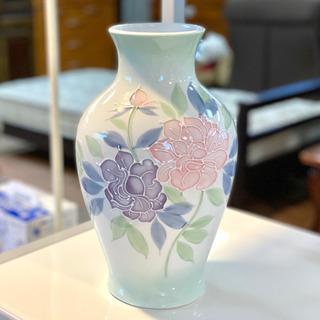 陶器の大きな花瓶