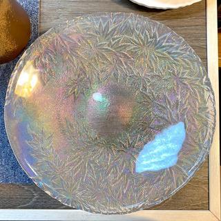 不思議な彩の大きなガラス皿