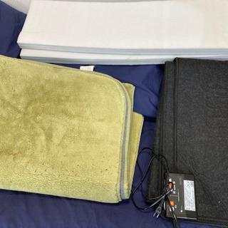 ホットカーペット(ラグ・本体・断熱アルミマット)定価約10,000円