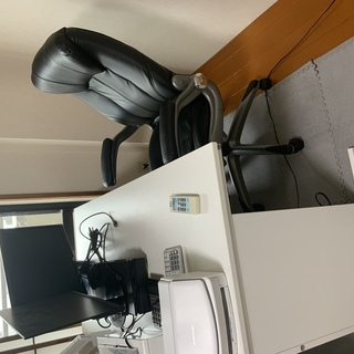 渋谷 仕事用のデスクと椅子のセット 2セットございます