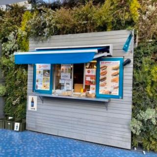 西武池袋本店屋上フードカート内でのホットドック カフェ