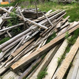 小屋を解体した木材