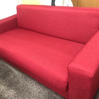 可愛い赤のソファ〜⭐️とても綺麗なほぼ新品状態です✨✨