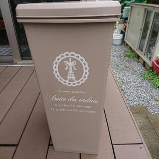 プッシュ式ゴミ箱