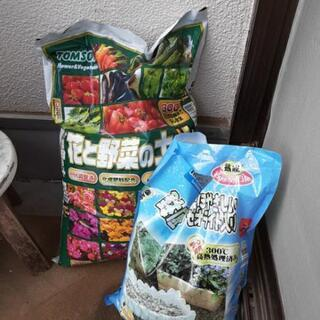 花と野菜の土と鉢底の石